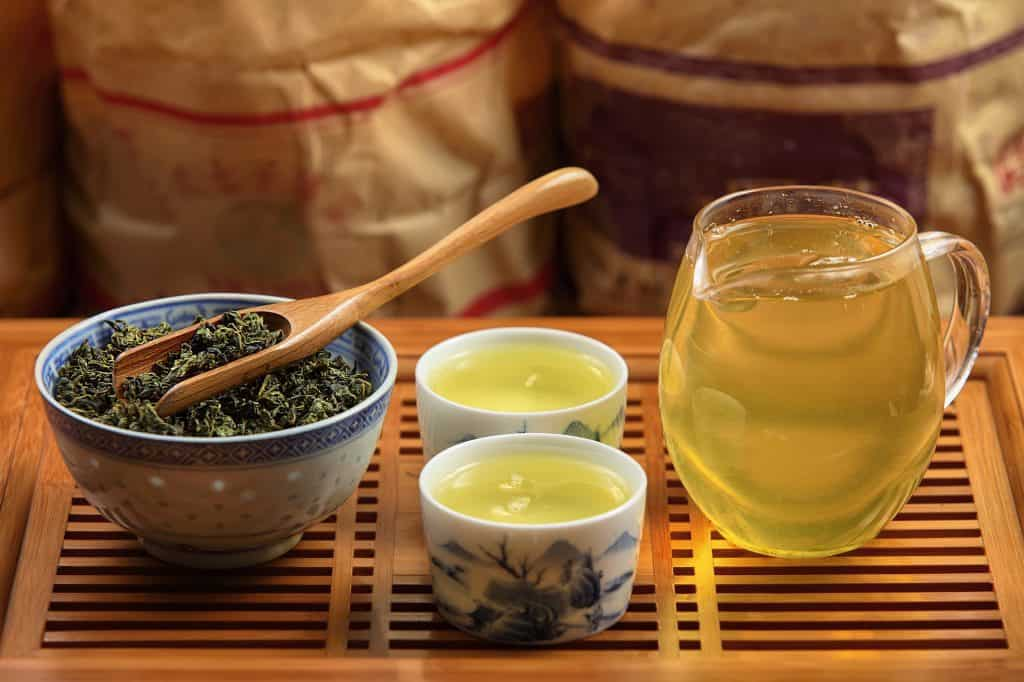 A setting of oolong tea, reading to serve